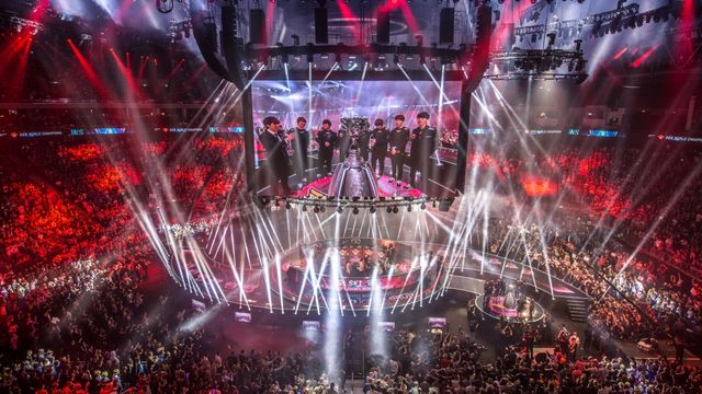 $2 Million Dollar Question: Who wins in the 2016 LoL World Championships Finals?