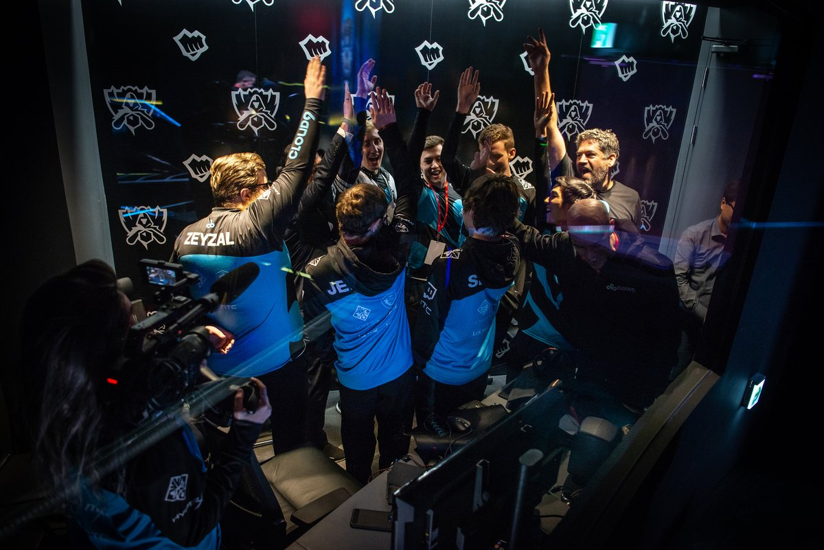 Fnatic and Cloud9 advance to the semifinals at Worlds 2018.