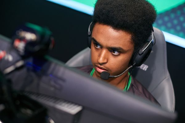 Refrezh leaves Fragsters; Hunden possibly to leave Alternate Attax.