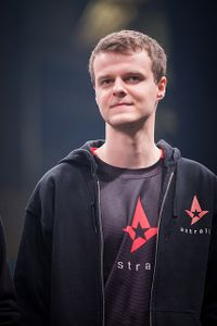 Xyp9x feels that hearing the crowd on stage should not be a thing