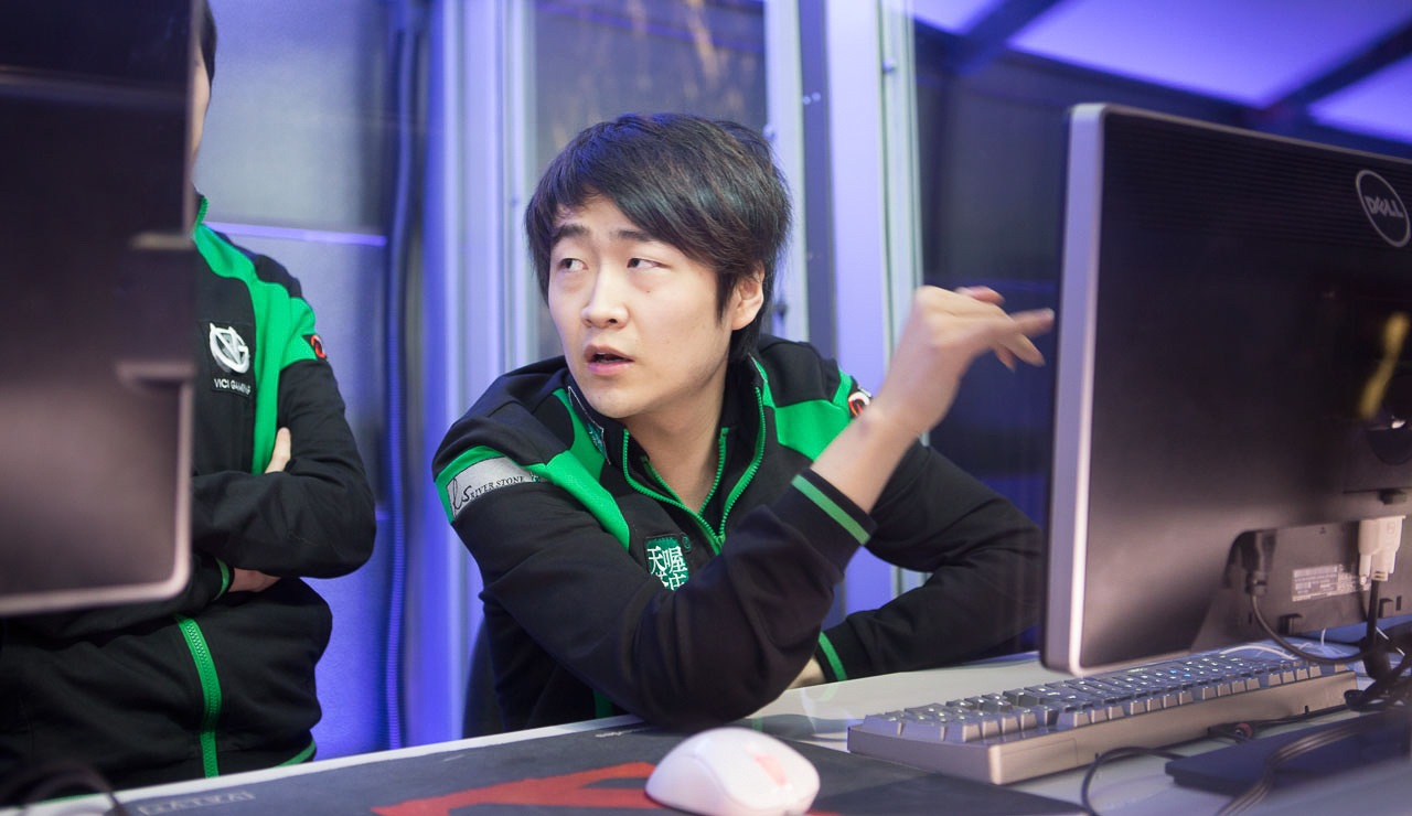 Vici Gaming bans ROtk from livestreaming and fines him for controversial remarks.